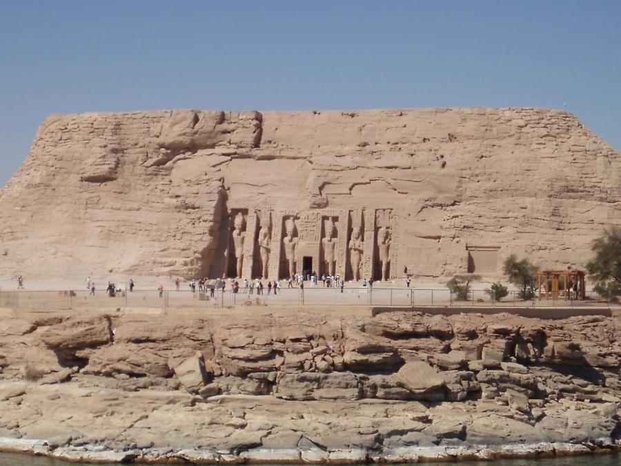 Temple of Queen Nefertari (1)