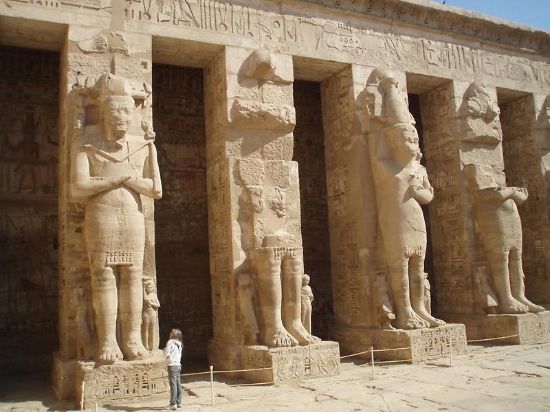 Statues, Temple of Ramses III