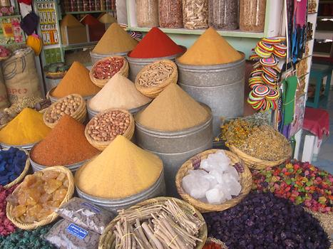 'Towers' of spices are typic for Marrakech, Photo: © K. Wasmeyer 2016