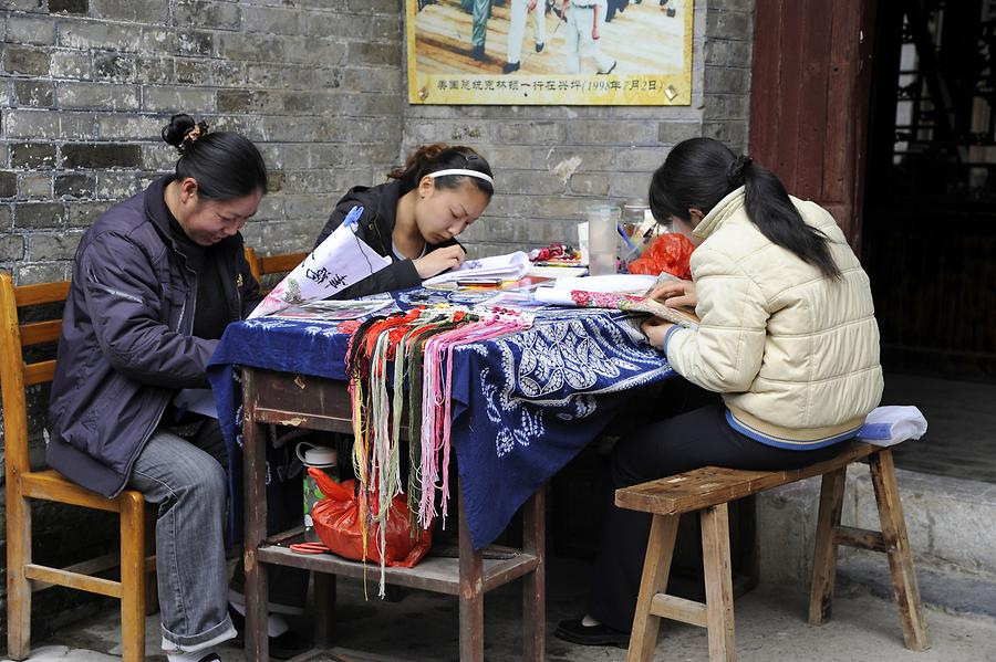 Xingping - Embroideresses