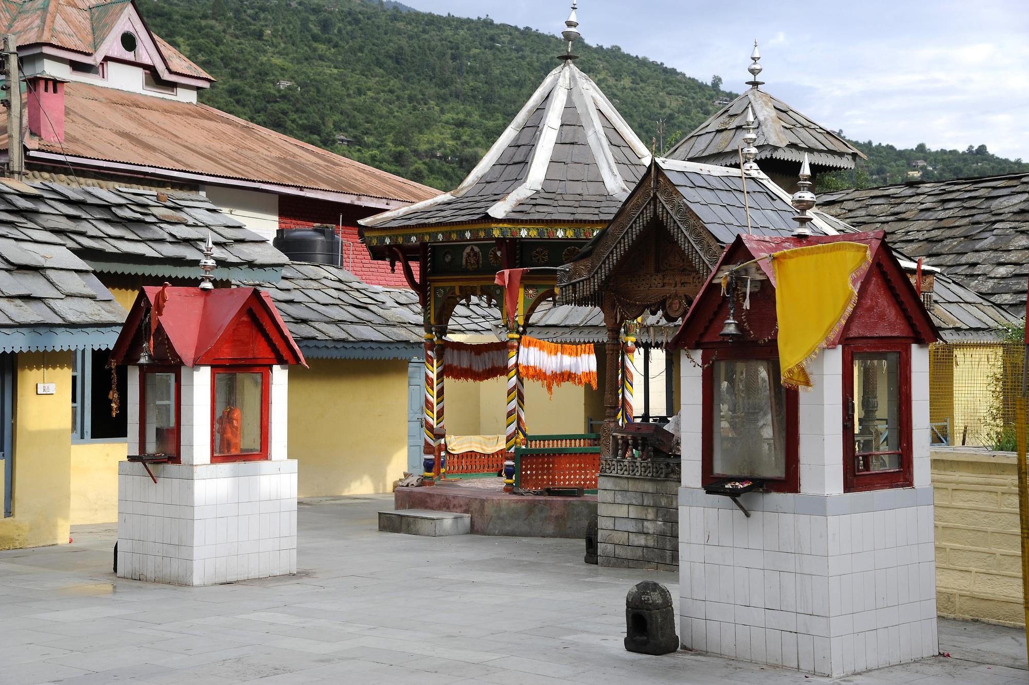 Raghunath Temple-kullu-Trvldy.com