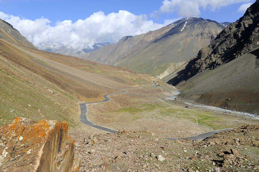 Road to the Bara-lacha Pass