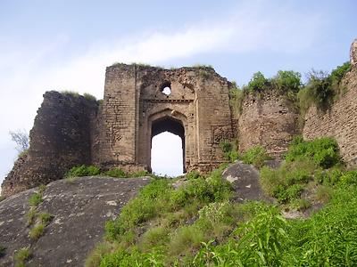 Gate of Pharwala Fort near Rawlpindi, Photo: Khalid Mahmood 2007, Wikicomons