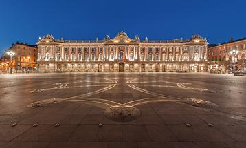 Capitole by night