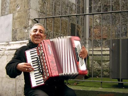 A musette accordion player., Foto: source: Musette unter CC