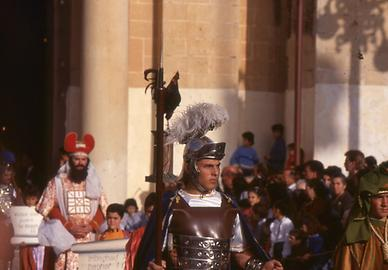 Roman legionaries structure the processions