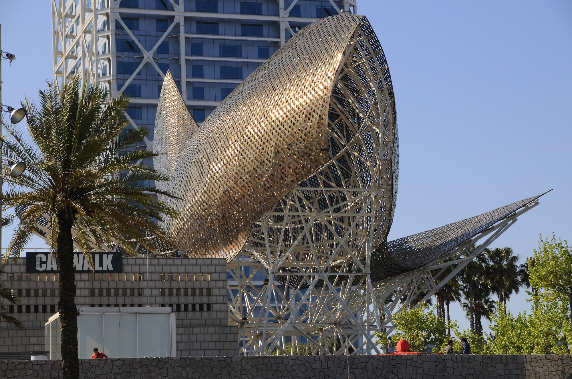 Golden Fish Go Global Panci Stpc0224 Flying Sculpture By Frank Gehry 2 Barcelona