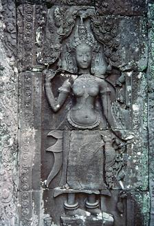 Also in the Bayon temple are numerous Apsaras, heavenly dancers.