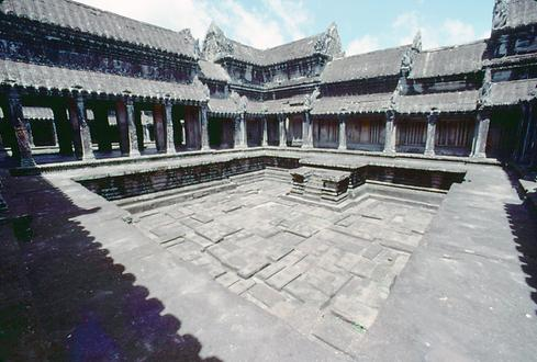 One of the eight big real courtyards in Angkor Wat.