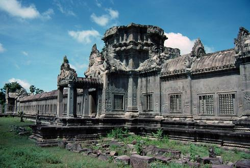 The center-oriented exterior walls of the galleries of Angkor Wat are largely covered in bas-reliefs.