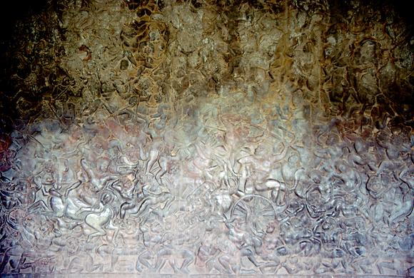 The interior walls are covered with an infinite number of war scenes depicting the battles of the Khmer.